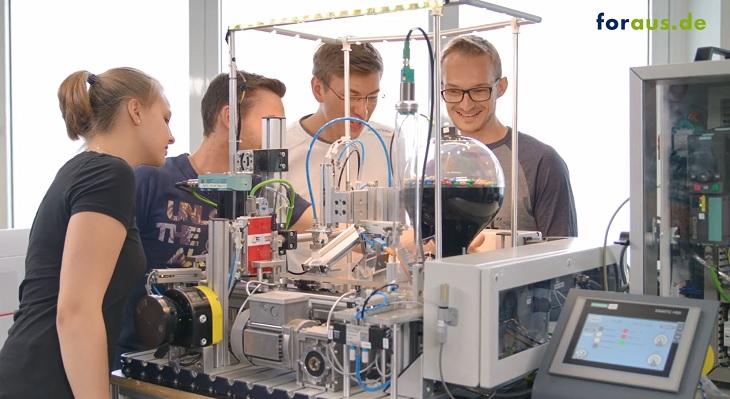 Smart Factory - Industry 4.0 in VET